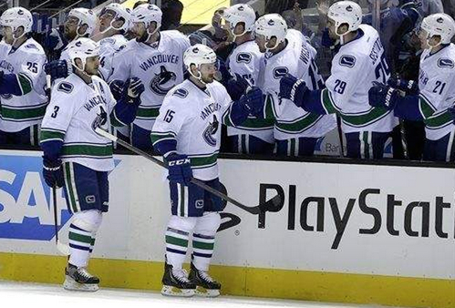 Vancouver Canucks' Brad Richardson (15) is congratulated after scoring against the San Jose Sharks during the first period of an NHL hockey game on Thursday, Nov. 7, 2013, in San Jose, Calif. (AP Photo/Ben Margot)