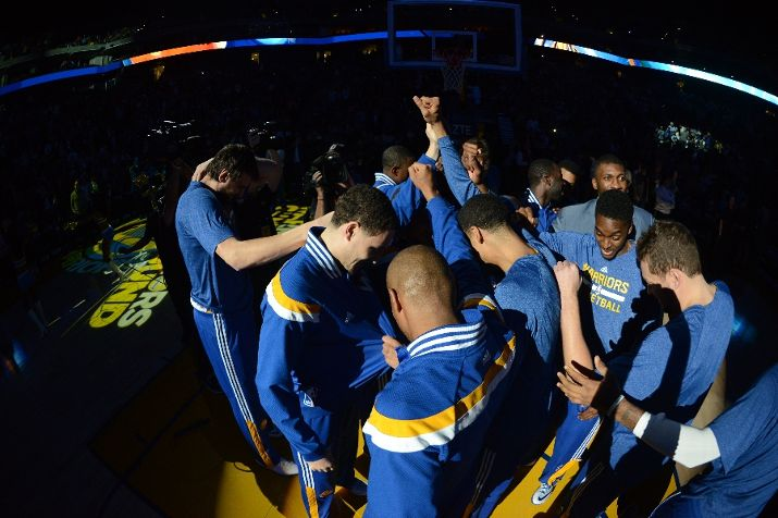 OAKLAND, CA - JANUARY 14: The Golden State Warriors huddle before the game against the Miami Heat on January 14, 2015 at Oracle Arena in Oakland, California. NOTE TO USER: User expressly acknowledges and agrees that, by downloading and or using this photograph, user is consenting to the terms and conditions of Getty Images License Agreement. Mandatory Copyright Notice: Copyright 2015 NBAE (Photo by Noah Graham/NBAE via Getty Images)