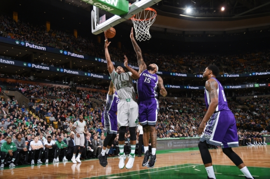 Cousins and Horford battle under the basket Photo NBAE